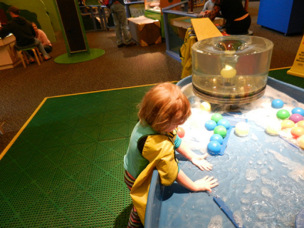 Where did the kids go? Exploring Interaction at a Science Museum Exhibit